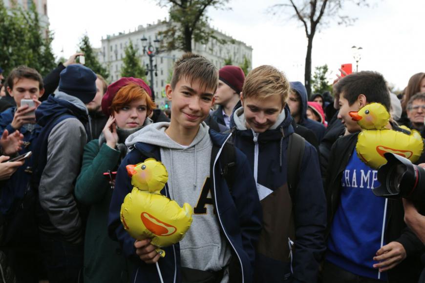 В школах Петербурга появились антинавальновские брошюры