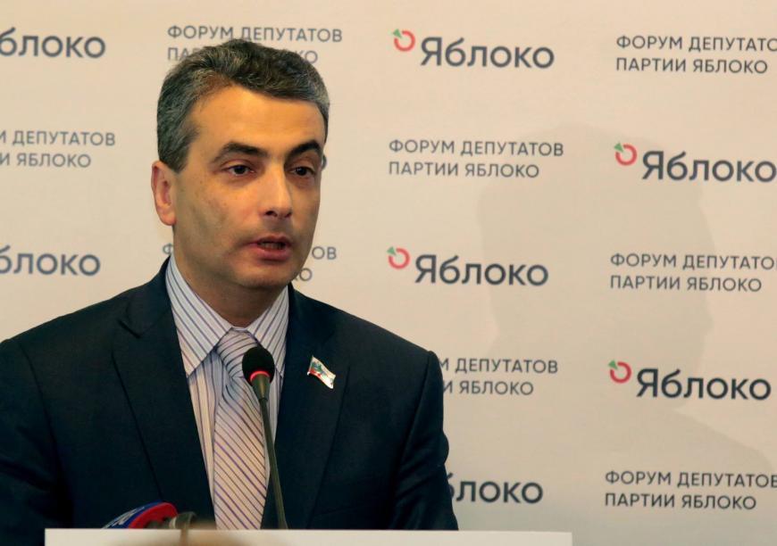 Шлосберг призвал Навального неиспользовать приверженцев как «политическое мясо»