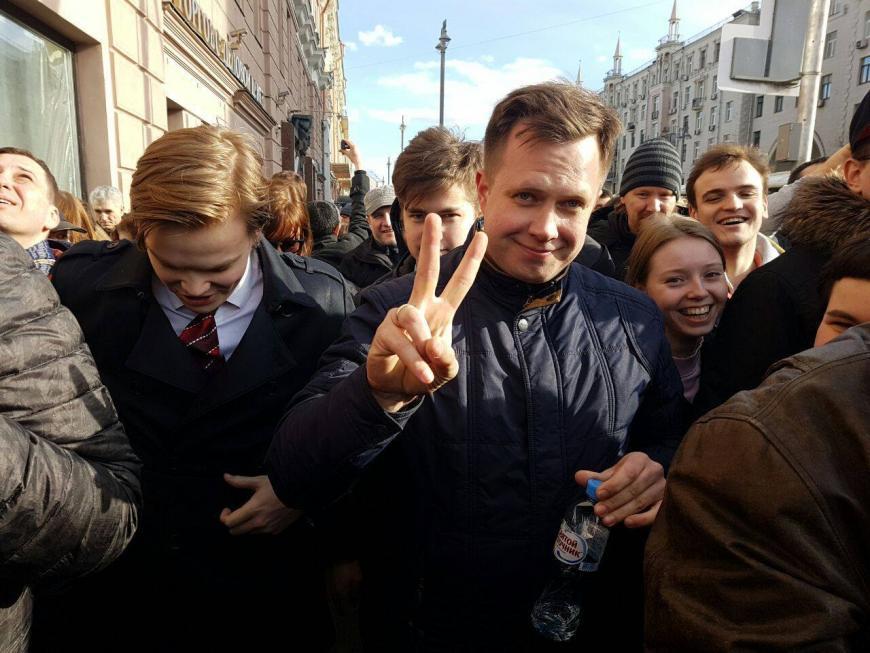 Напавший на руководителя штаба Навального объявил, что это была инсценировка