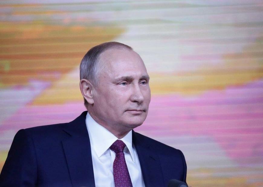 Владимир Путин поздравил служащих иветеранов МЧС сДнем спасателя