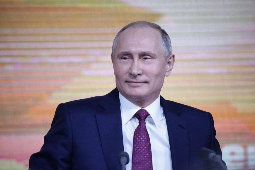 Опрос: неменее половины граждан России назвали В.Путина политиком года