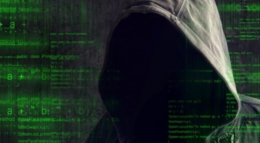 Взломавший почту Клинтон хакер назвал «истерией» обвинения против РФ