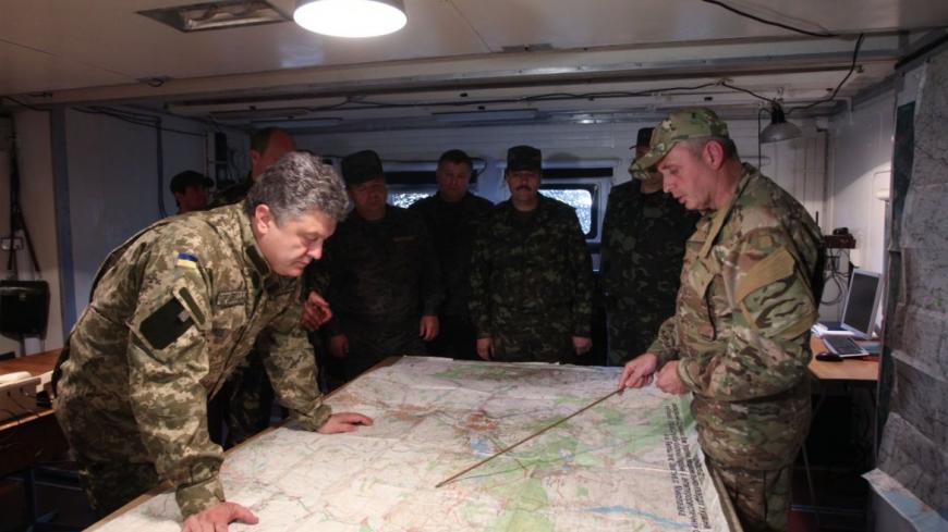 Порошенко поручил усилить боеготовность награнице сКрымом ивДонбассе