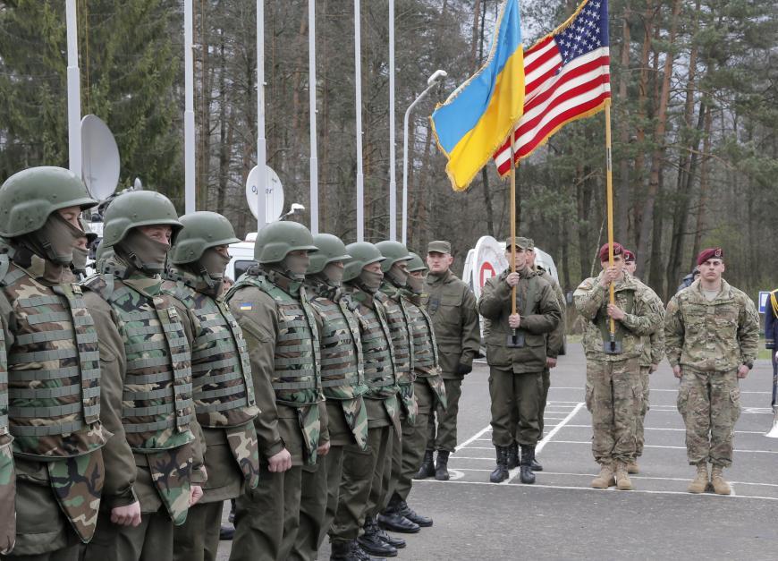 Реформирование украинской армии будет предпосылкой вступления вНАТО— А.Парубий