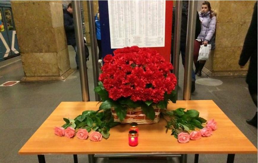 В столице вспоминают жертв двойного теракта встоличном метро
